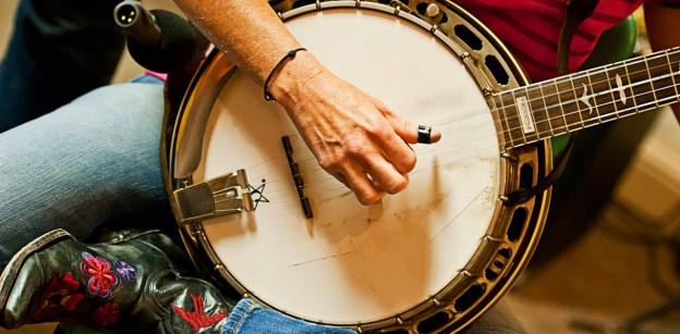 http://blog.loususi.com/wp-content/uploads/2013/11/BanjoBoots_1280x630-624x307.jpg